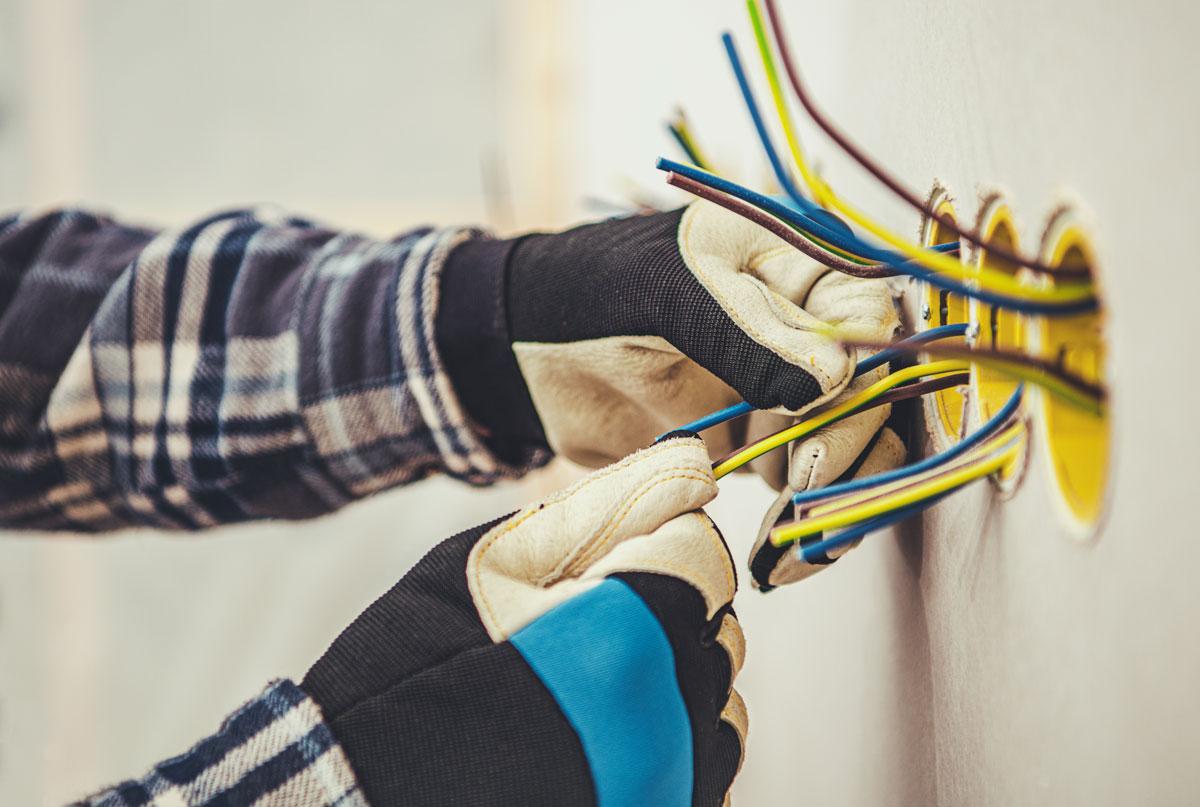 Elinstallation Utbildade elektriker med behörighet Komhembygg byggfirma i Stockholm Järfälla Jakobsberg
